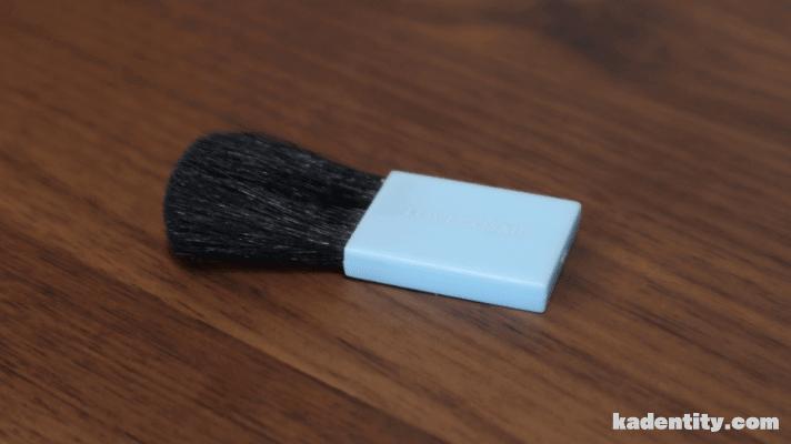 ラブコスメのIラインシェーバーの掃除ブラシ